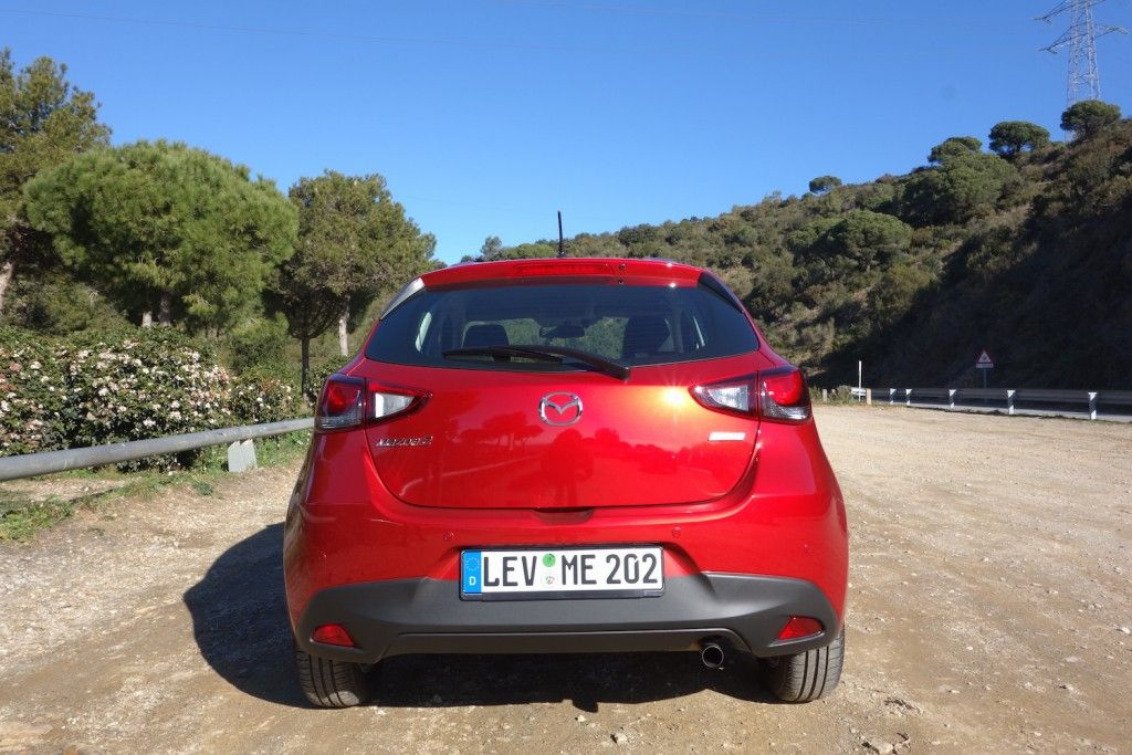 Mazda 2 2015 Heck Rubinrot