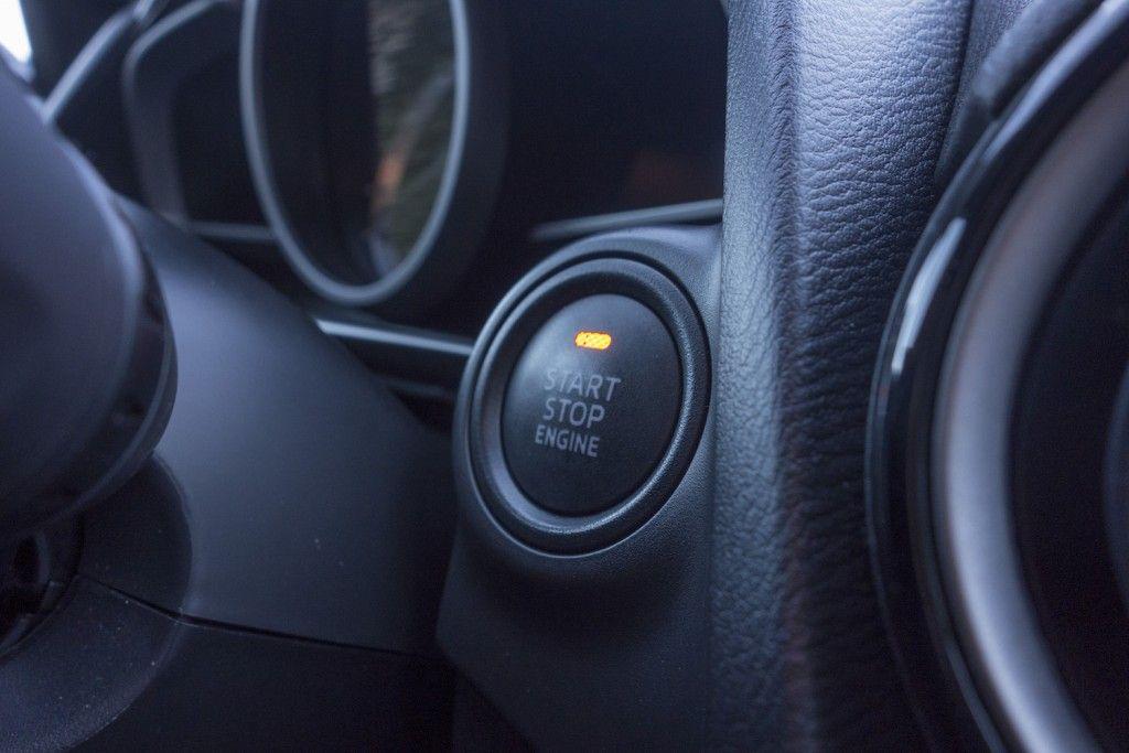 Mazda 2 2015 Startknopf