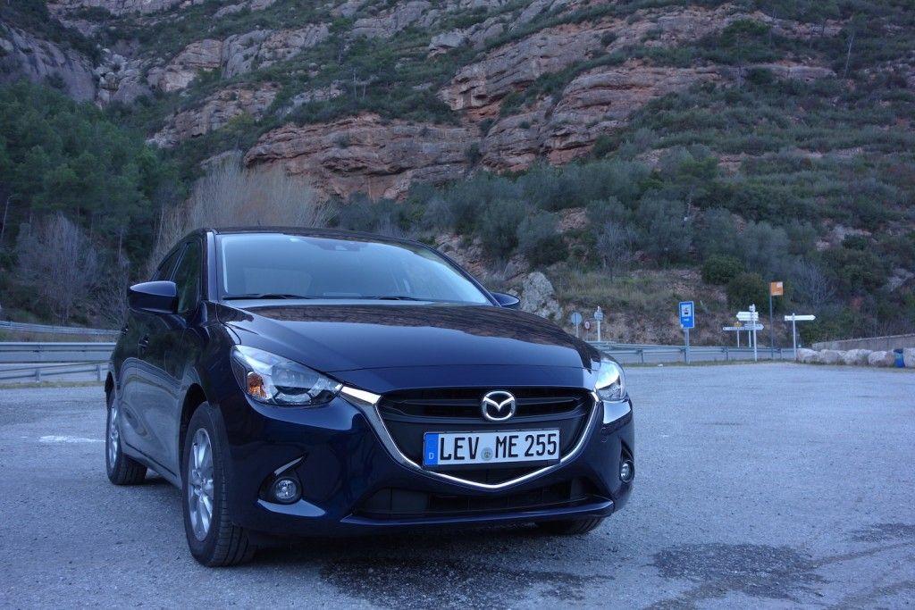 Mazda 2 2015 Vorne Seite Mitternachtsblau