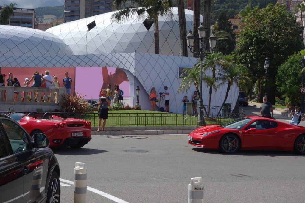 Zwei Ferrari beim Casino Monte Carlo