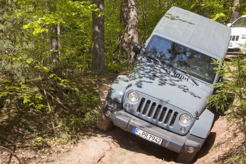 Jeep Wrangler Unlimited Sahara im Gelände