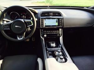 Jaguar XE innen