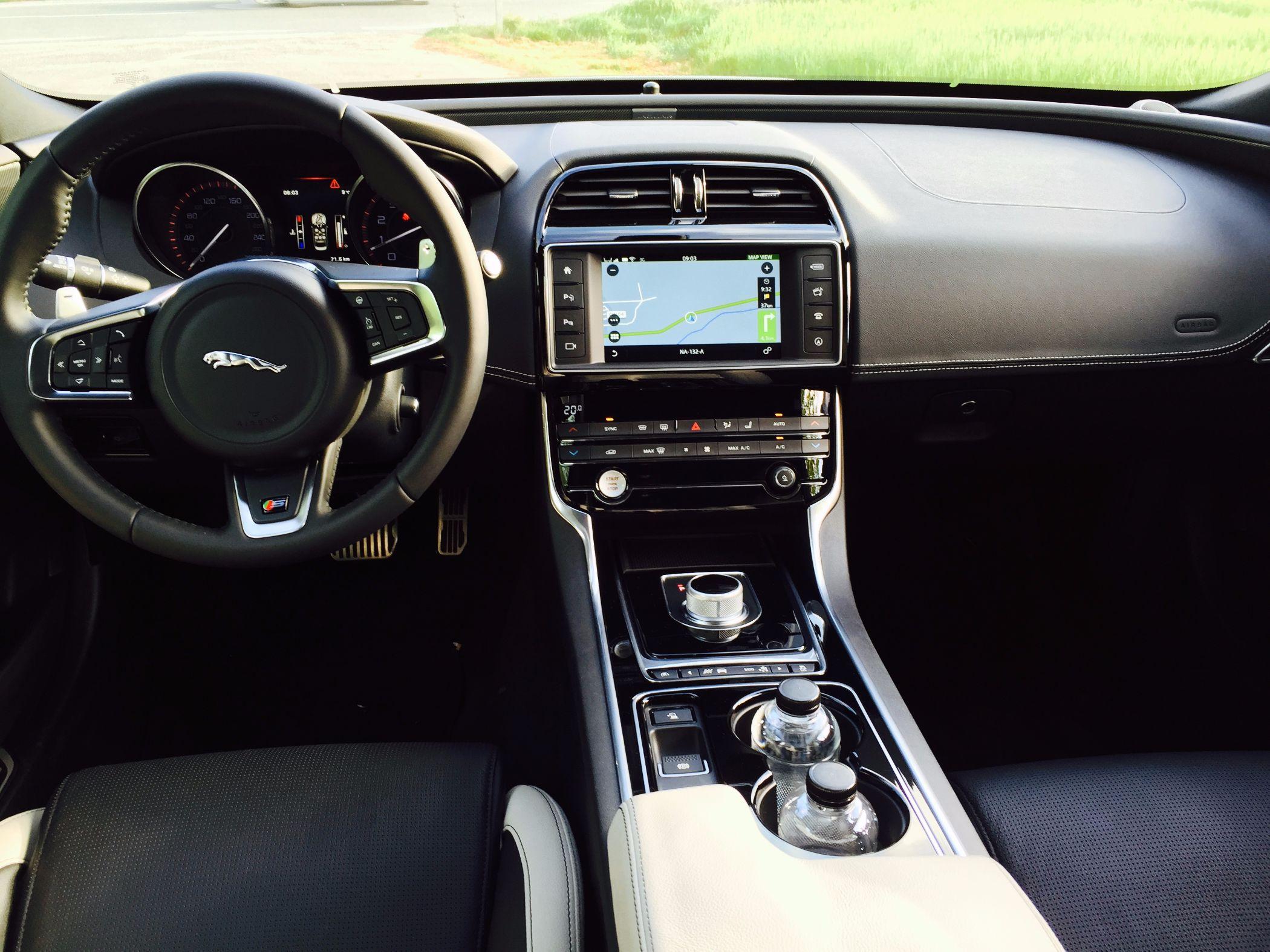 Der brandneue jaguar xe britische raubkatze jagt for Innenraum design app