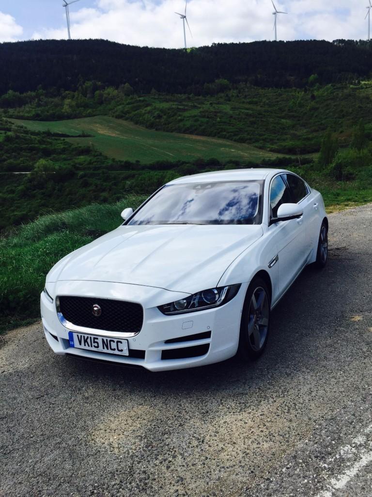 Jaguar XE von vorne