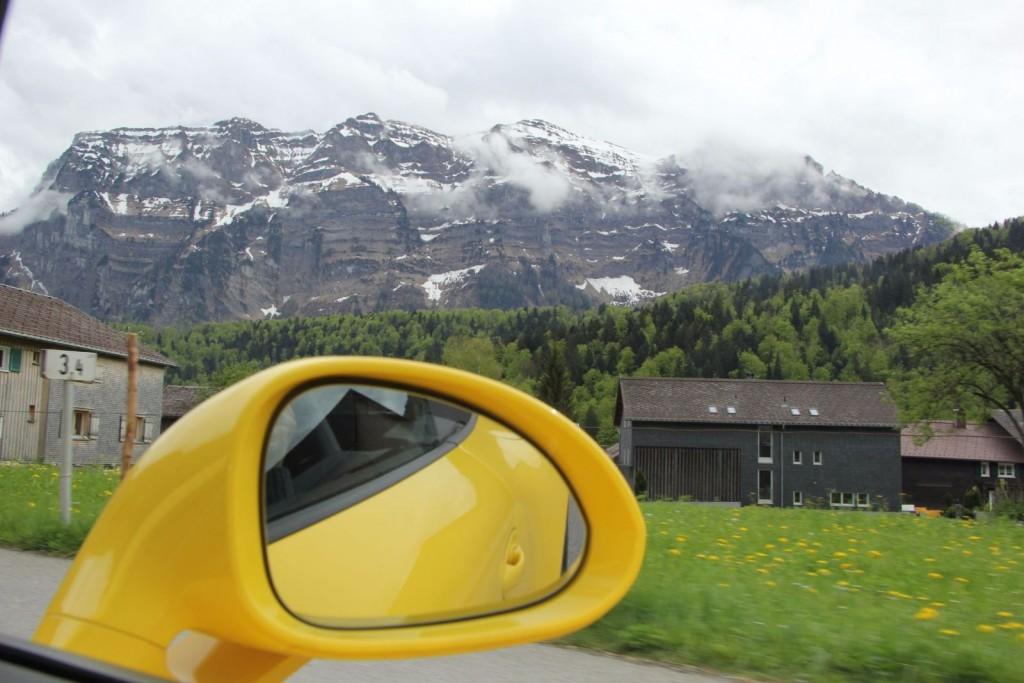 Porsche 911 GTS Spiegel mit Berge