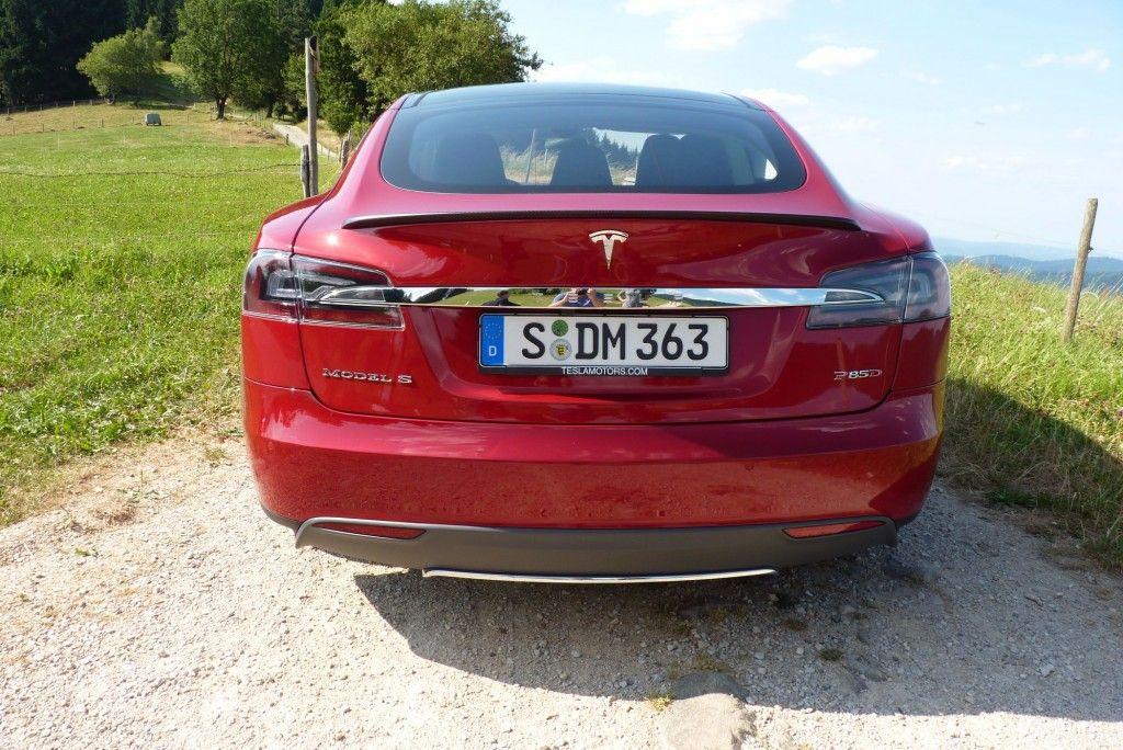 Tesla Model S von hinten 2015