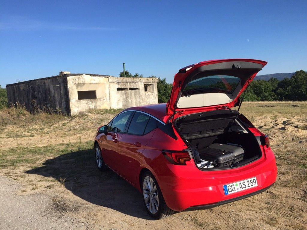 Opel Astra 2015 Kofferraum