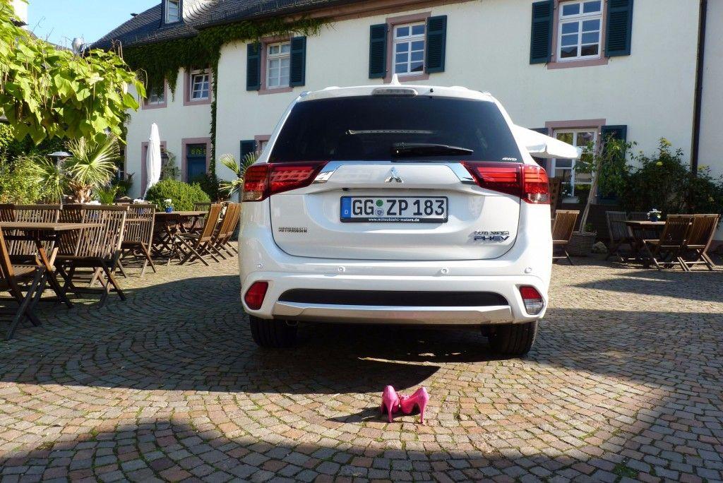 Mitsubishi Outlander Plug-in Hybrid Heck 2015