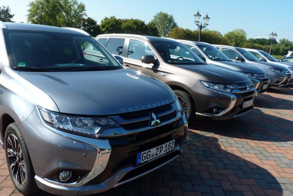 Mitsubishi Outlander Plug-in Hybrid Front 2015