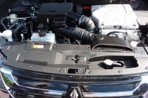 Mitsubishi Outlander Plug-in Hybrid Motorraum 2015
