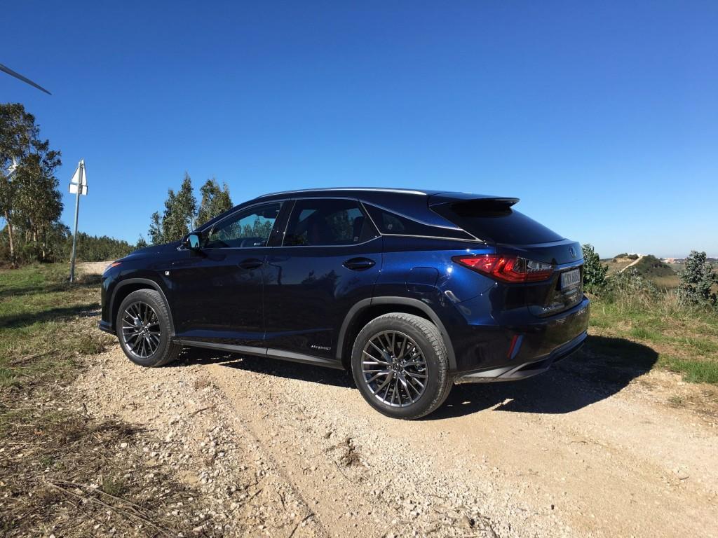 Lexus RX blau