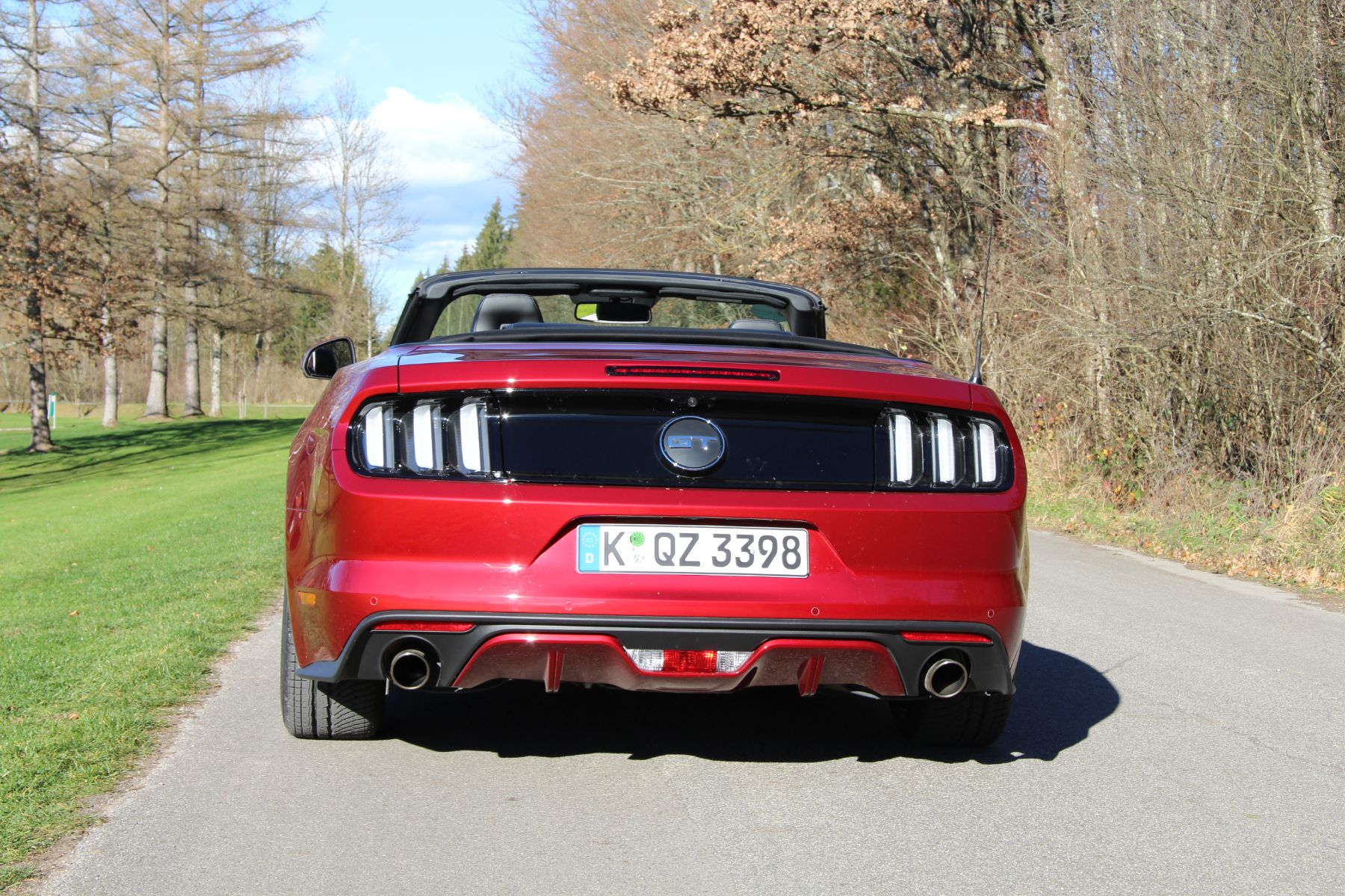 ford mustang cabrio das kraftstrotzende pony reitet nach europa der. Black Bedroom Furniture Sets. Home Design Ideas