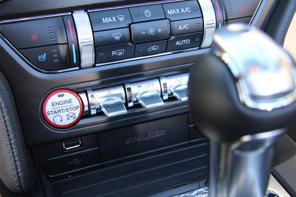 Ford Mustang Convertible 2015 Startknopf