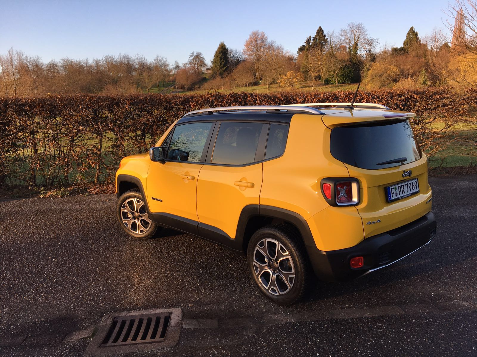 Jeep Renegade mit 9-Gang-Automatik Design 2016