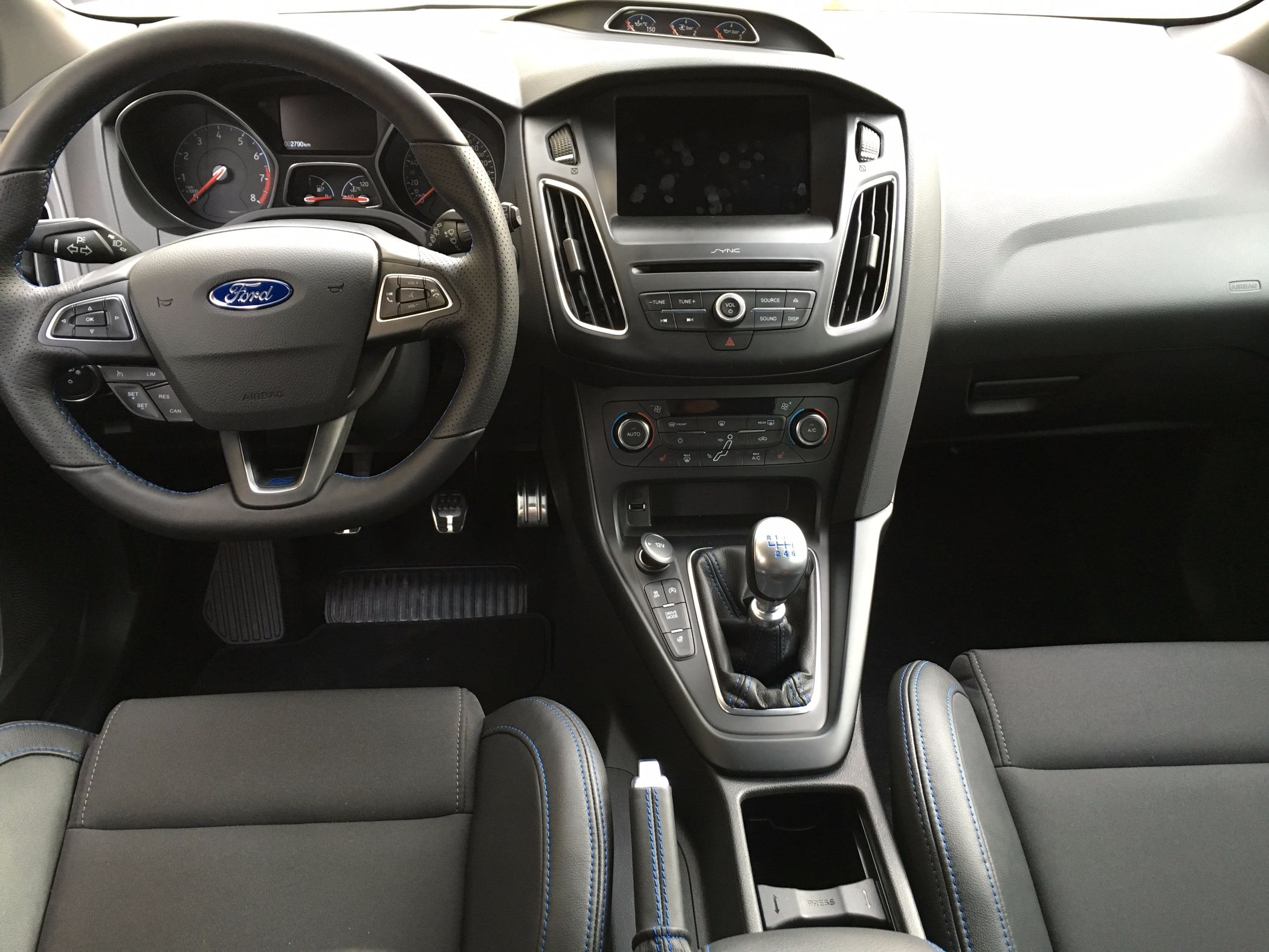 Ford Focus RS Cockpit 2016