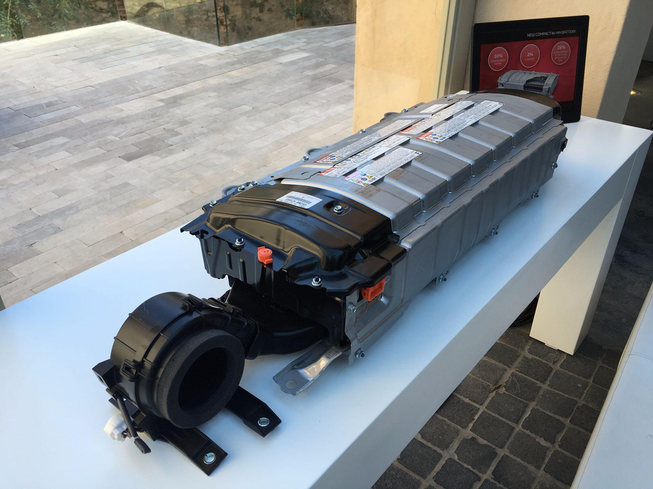 Prius Nickel-Metallhydrid-Batteriesatz, der unter der Rückbank verbaut ist