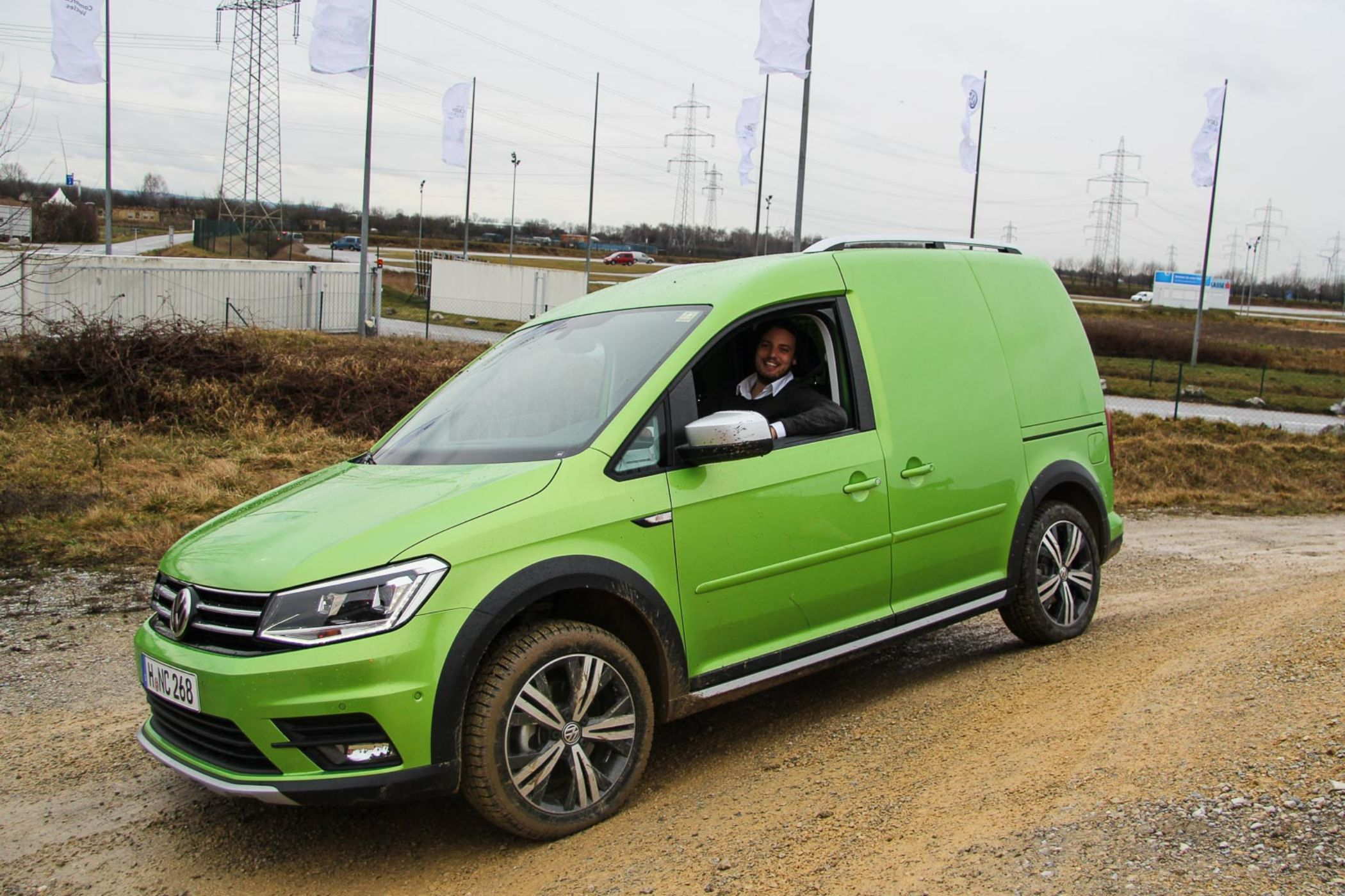 volkswagen caddy alltrack der hochdachkombi kommt jetzt im offroad look der. Black Bedroom Furniture Sets. Home Design Ideas