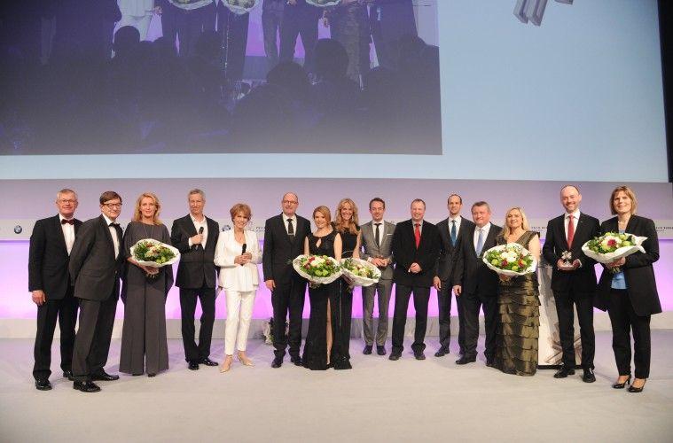 Dr. Stefan Webendoerfer (Laudator 2016), Prof. Dr. Dr. Otmar D. Wiestler (Laudator 2016), Maria Furtwaengler-Burda (Laudatorin 2016), Thomas Hermanns (Moderator), Dr. Christa Maar (Geschaeftsfuehrender Vorstand Felix Burda Stiftung), Bernhard Ulrich (BR Fernsehen Dahoam is Dahoam), Silke Popp (BR Fernsehen Dahoam is Dahoam), Daniela Boehm  (BR Fernsehen), Georg Rettenbeck (BR Fernsehen), Professor Peer Bork (EMBL), Dr. Georg Zeller (EMBL), Hermann Groehe (Bundesgesundheitsminister), Melanie Huml (Bayerische Gesundheitsministerin), Dr. Eva-Marie Dienstdorf (Audi AG), Dr. Matthias Finell (Audi AG) FELIX BURDA AWARD 2016 in der BMW Welt MŸnchen am 17.04.2016 Foto: (c) Sabine Brauer Photos fuer Felix Burda Stiftung Free Press Image
