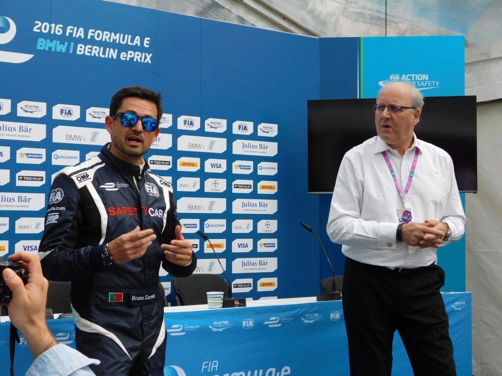Bruno Correia ist der Fahrer des Safety Cars BMW i8 und Graeme Davison, Vice President Technology bei Qualcomm Europe