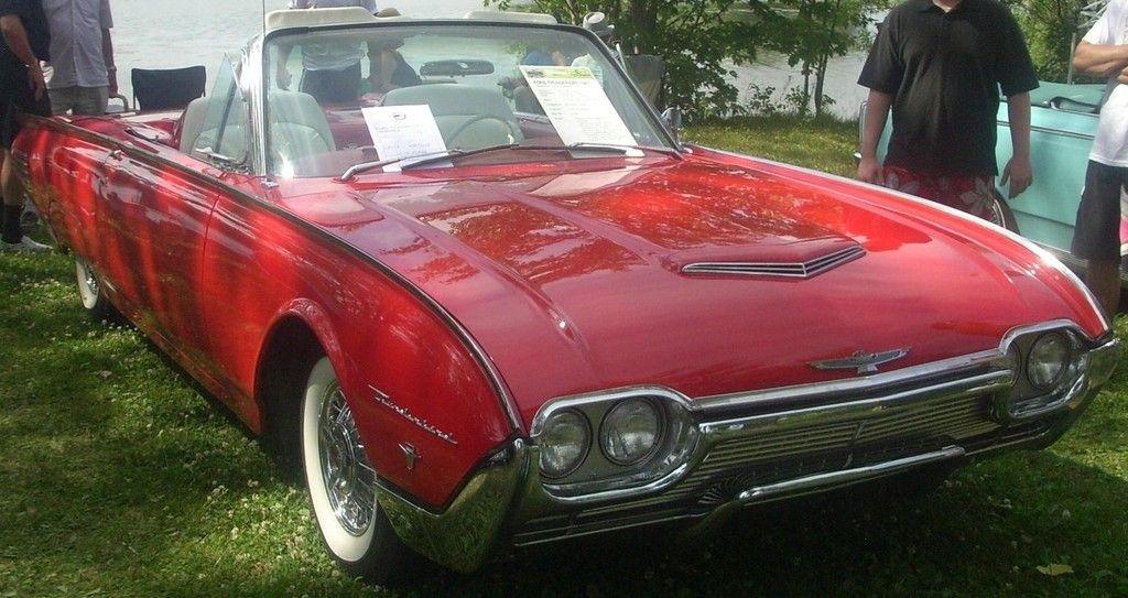 John F. Kennedy fuhr einen Ford Thunderbird von 1961.
