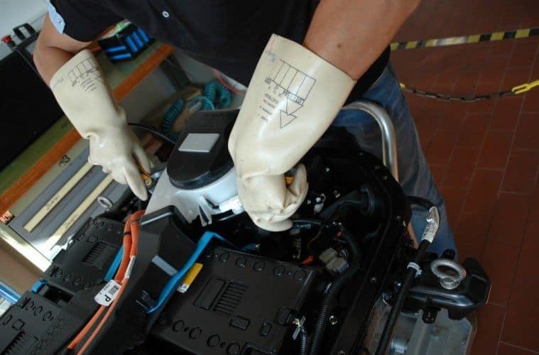 Messen unter Spannung bei der Mitsubishi-Batterie
