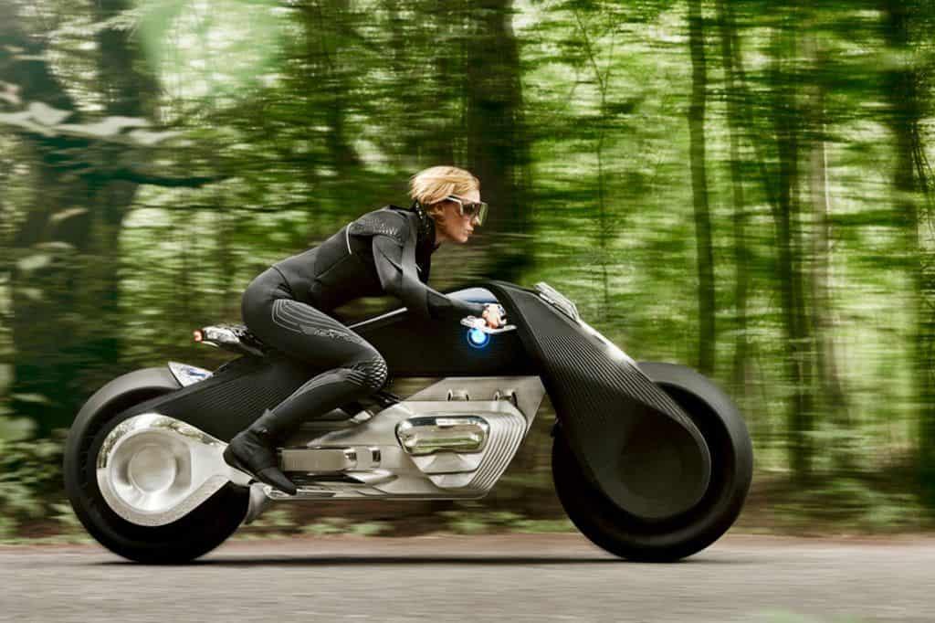Helm adé: BMWs Motorradvision fällt nicht um und erlaubt keine Unfälle.