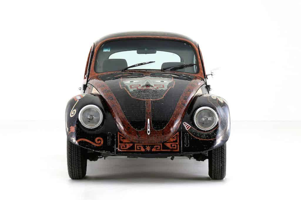 """""""Vocho Teotihuacano"""": Mit über 19 800 Halbedelsteinen verzierter VW Käfer (Baujahr 1994) aus Mexiko."""