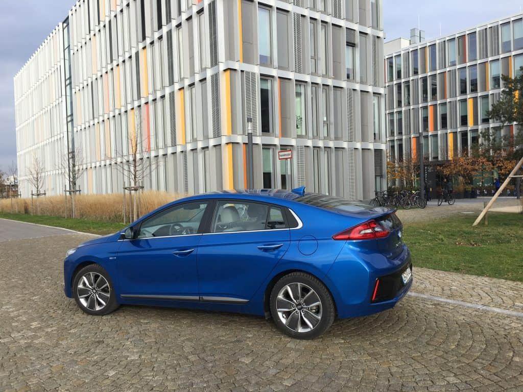 Hyundai IONIQ-Hybrid seitlich