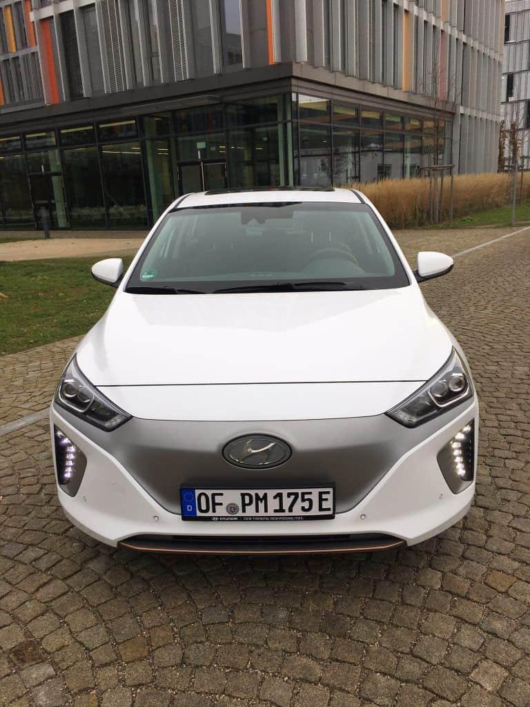 Hyundai IONIQ mit Elektroantrieb Front