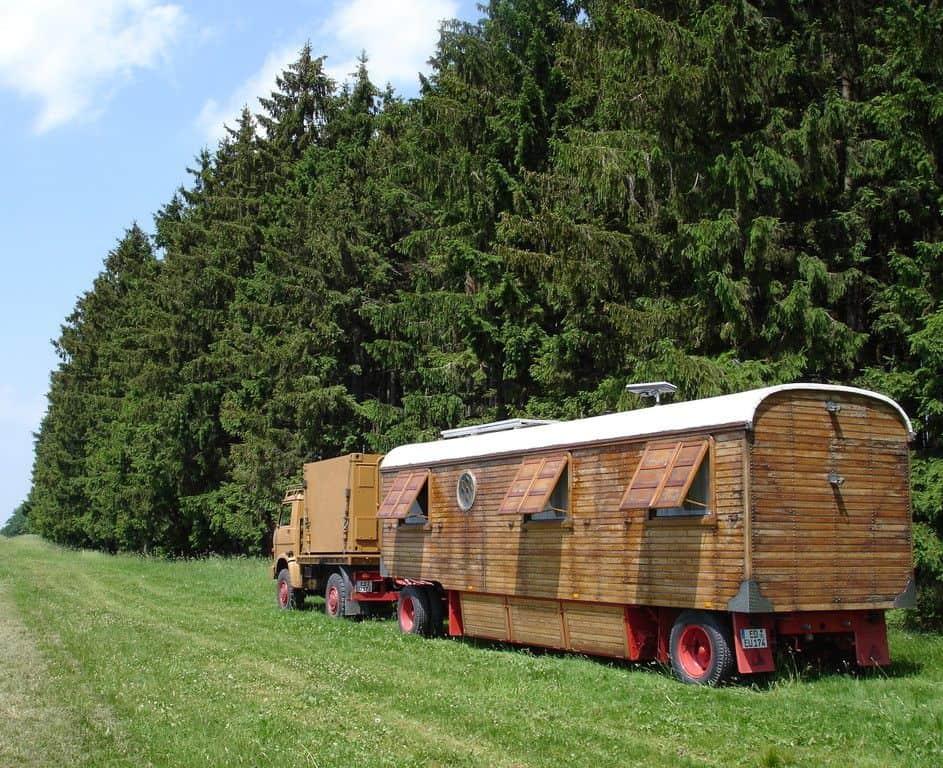 MAN 18 272 mit Schausteller-Wohnwagen