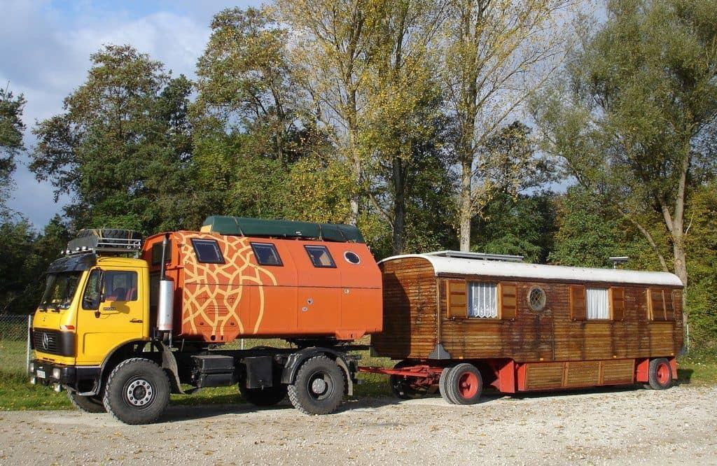 MAN 8 136 mit Zirkuswagen