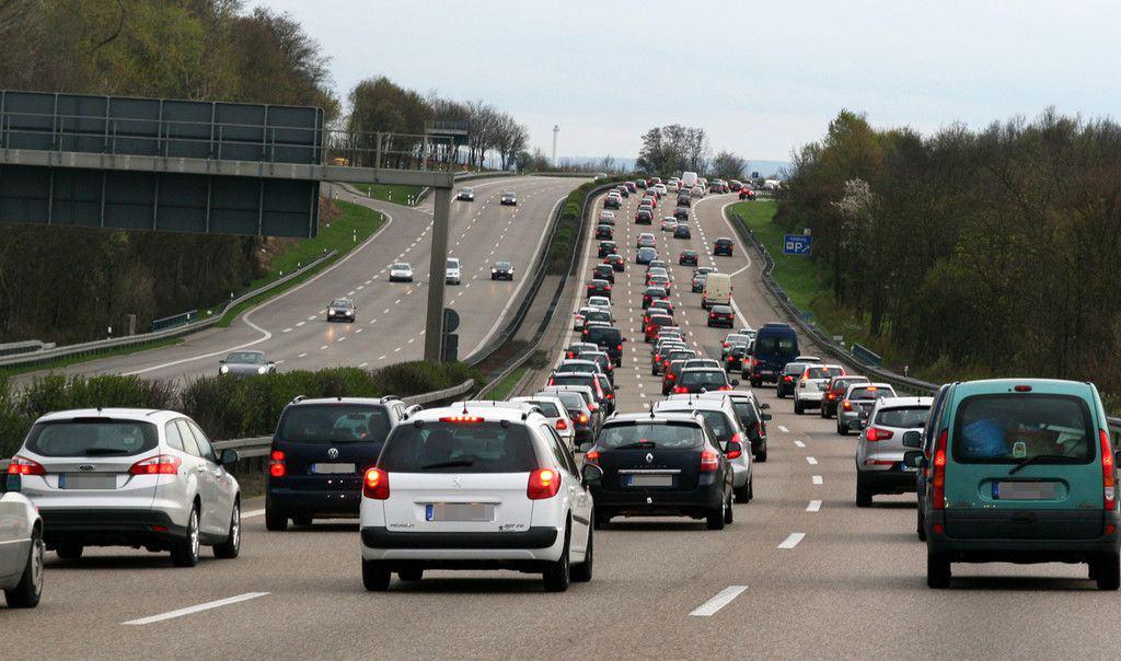 Verkehrsprognose fürs Wochenende: Staustufe Rot | Der