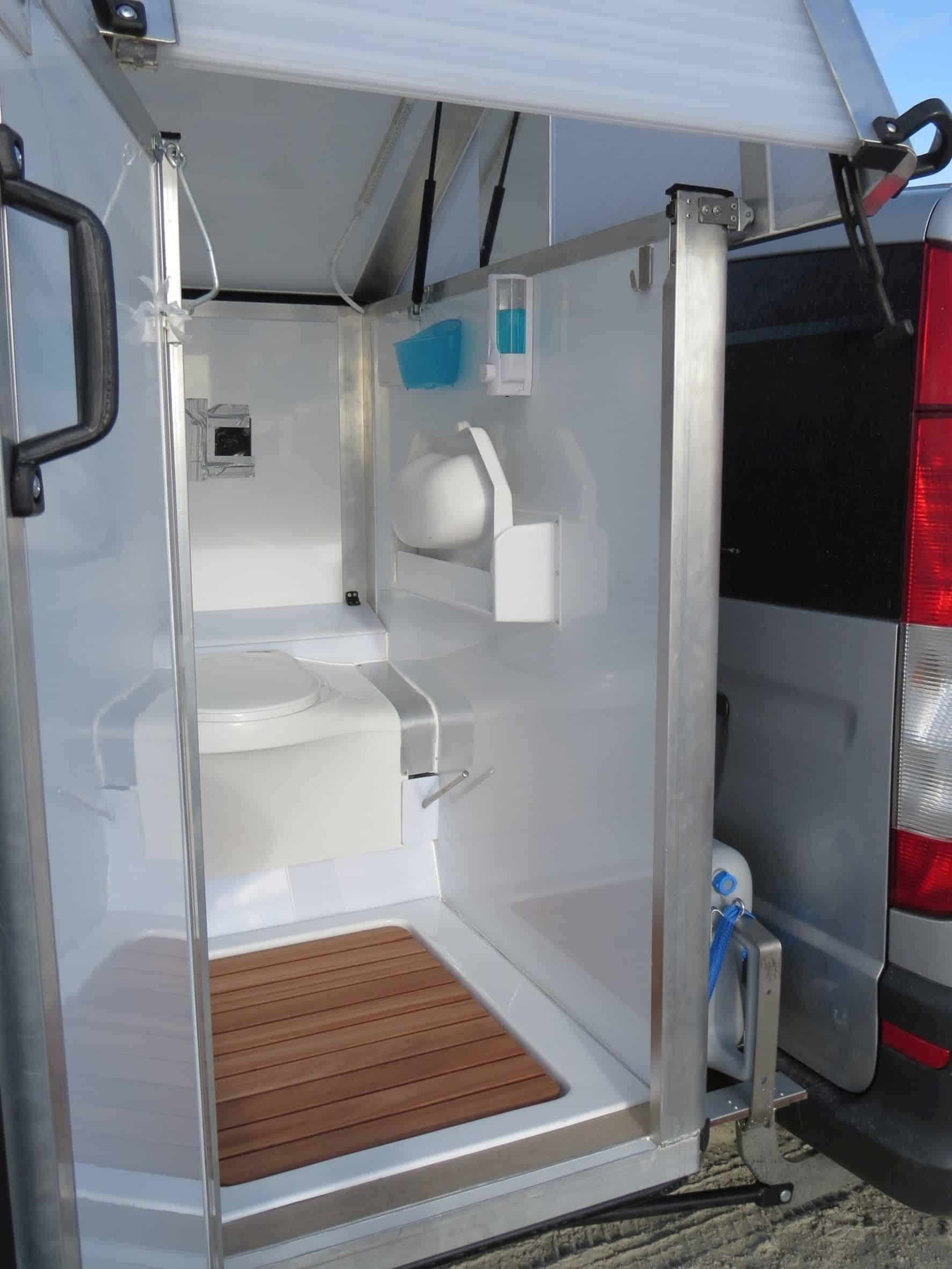 wc h uschen am heck bath2go f r den campingbus der. Black Bedroom Furniture Sets. Home Design Ideas