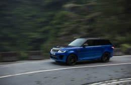 Range Rover Sport SVR bei seiner Rekordfahrt auf der Tianmen Road in China.