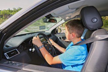 """""""First Drive Competence""""-Training von Land Rover für Elf- bis 17-Jährige."""