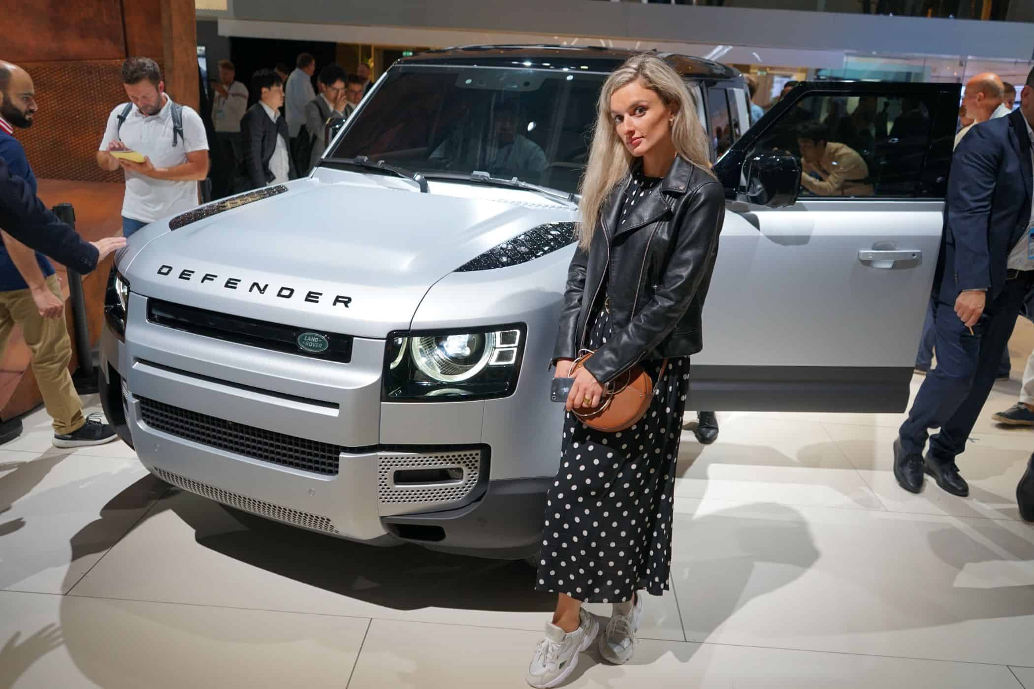 IAA 2019: Neuer Land Rover Defender fährt vor, Nina Weizenecker
